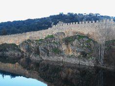 Muralla del Adarve bajo y laguna