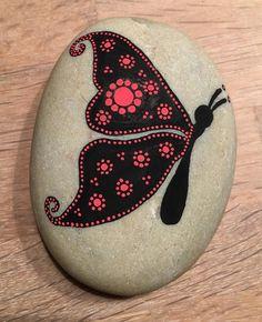 Butterfly #butterfly #paintingrocks #paintingstones #malerpåsten #sommerfugl #sort #rød #black #red