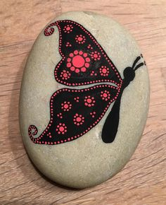 "39 Likes, 7 Comments - Vicky Friis-Jæger (@vickyfriisjaeger) on Instagram: ""Butterfly  #butterfly #paintingrocks #paintingstones #malerpåsten #sommerfugl #sort #rød #black…"""