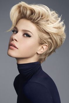 Are you starting to get bored with long hair? Why don't you try the short blonde bob hairstyles? It is really fantastic short blonde hairstyles look and. Short Hairstyles 2015, Short Hairstyles For Thick Hair, Haircut For Thick Hair, Short Haircuts, Thin Hair, Blonde Hairstyles, Asymmetrical Haircuts, Trendy Haircuts, Pixie Hairstyles