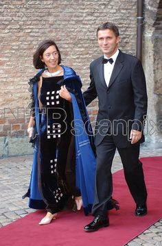 Norwegian Prime Minister Jens Stoltenberg with his wife Ingrid Schulerud arrive for the pre-wedding banquet on August 24th at Akershus Fortress; wedding of Crown Prince Haakon of Norway and ms. Mette-Marit Tjessem Høiby, August 25th 2001