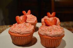 Inspire Bohemia: Strawberry Cupcake Recipe + Valentine's Day Crafts and Decorating. Valentines Day Tablescapes, Valentine Day Crafts, Strawberry Cupcake Recipes, Strawberry Cream Cheese Frosting, Cacti And Succulents, Garden Design, Desserts, Miami, Cactus
