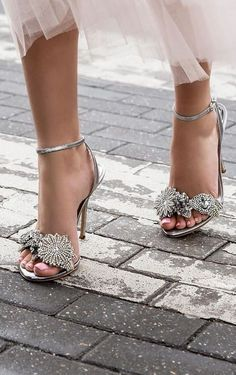 Trendy High Heels For Ladies : Sophia Webster Lilico embellished lamé sandals Pretty Shoes, Beautiful Shoes, Cute Shoes, Me Too Shoes, Stilettos, High Heels, Pumps, Dream Shoes, Designer Shoes