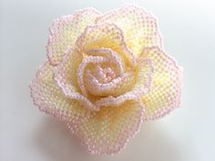 シミルキーカラーの薔薇ビーズコサージュ