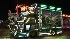 Ten Stunning Photos of Amazing Japanese Dekotora Light Trucks Japanese Trends, Japanese S, Show Trucks, Pickup Trucks, Top 10 Image, Truck Art, House On Wheels, Heavy Equipment, My Ride