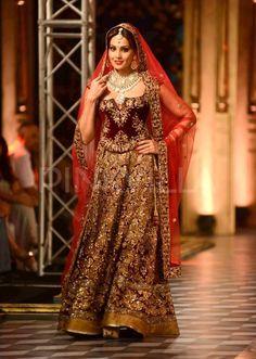Bipasha Basu & Chitrangada Singh set the ramp on fire at India Couture Week | PINKVILLA