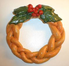 The Varnished Bread Dough Plaited Wreath With Holly Salt Dough Christmas Ornaments, Clay Christmas Decorations, Clay Ornaments, Holiday Crafts, Homemade Ornaments, Ornament Wreath, Christmas Bread, Homemade Christmas, Christmas Fun