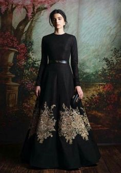 This Indo Western gown is in net and crepe fabric. This Indo Western gown is on SALE Indian Gowns Dresses, Pakistani Dresses, Bridal Dresses, Fall Dresses, Indian Attire, Indian Outfits, Indian Wear, Asian Fashion, Look Fashion