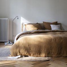 Bedroom Inspo, Home Bedroom, Bedroom Decor, 70s Bedroom, Bedroom Signs, Decorating Bedrooms, Bedroom Apartment, Bedroom Furniture, Bedroom Ideas