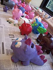 Clay piggy banks, using a closed pinch pot technique with the hole at the top for the money. Kindergarten Art Projects, Classroom Art Projects, Clay Art Projects, Ceramics Projects, Art Classroom, Projects For Kids, Crafts For Kids, Arts And Crafts, Kids Clay
