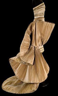Roberto Capucci - Haute Couture - Robe de Soirée 'Sculpture' - Taffetas Doré