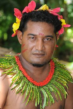 Federated States of Micronesia - Yap State - Fais outer island - Men`s sitting dance |  World_Discoverer Federated States of Micronesia.  #world_cultures