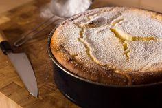 Cette recette de gâteau aux amandes est une variante sans farine du gâteau nantais, une célèbre pâtisserie à base de poudre d'amandes…
