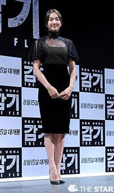 Little black dress Super Movie, Korean Star, Asia Girl, Korean Actresses, Korean Celebrities, Korean Beauty, Movie Stars, Red Carpet, Celebrity Style