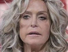 Farrah Fawcett=however this may have been taken when she was really ill Farrah Fawcett, Santa Monica, Lisa Robin Kelly, American Actress, American Girl, Hair Movie, Plastic Surgery Gone Wrong, Titanic History, Kate Jackson