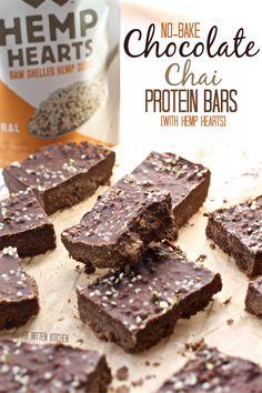 We're celebrating some hemp heart love with these Chocolate Chai Protein Bars. Chocolate-y, chai-like, vegan-friendly, no-bake goodness. Hemp Protein, Protein Bars, Protein Muffins, Protein Cookies, Vegan Protein, Healthy Bars, Healthy Treats, Healthy Desserts, Vegan Treats