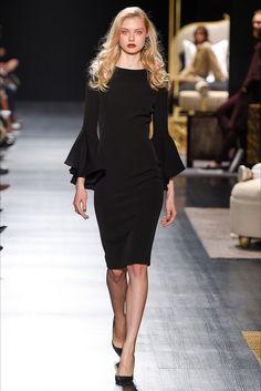 Guarda la sfilata di moda Badgley Mischka a New York e scopri la collezione di abiti e accessori per la stagione Collezioni Autunno Inverno 2017-18.