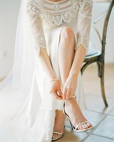 How to put on @ysl shoes! #brancoprata #bpwedding #bpdestinationwedding #destinationweddingphotographer #destinationwedding #weddingphotographer #weddingphotography #weddingideas #weddinginspiration #weddingday #fashion #saintlaurent #shoes #weddingshoes #bridalshoes #bridallook #styling #bpstyling #photooftheday #film #filmphotography #filmphotographer #carmencitafilmlab #instadaily #instagram #instamood #instalike #instalove