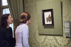 Mauritshuis Director Emilie Gordenker shows Catherine, Duchess of Cambridge the 'The Goldfinch' by Carel Fabritius as she visits the Mauritshuis Gallery during a solo visit to the Hague on October 11, 2016 in the Hague, Netherlands. (Photo by Arthur Edwards - Pool/Getty Images)  via @AOL_Lifestyle Read more: http://www.aol.com/article/lifestyle/2016/10/13/duchess-kate-middleton-wears-hairnets/21581914/?a_dgi=aolshare_pinterest#fullscreen