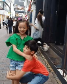GIPHY is how you search, share, discover, and create GIFs. Ulzzang Kids, Ulzzang Couple, Korean Babies, Asian Babies, Twin Models, Korean Best Friends, Asian Kids, Korean Couple, Stylish Kids