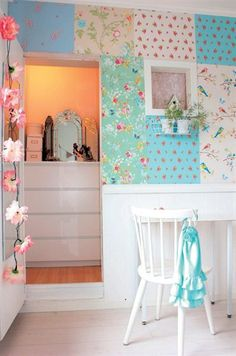 love the mixed color/print walls.