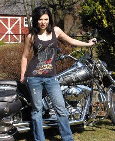 #RebelGirl Eagle design  #Harley Davidson  #motorcycle  Look at the paint job