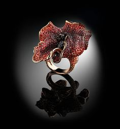 Be ready for our celebration of Nature. A few weeks of flowers to give them homage and live the beauty of the Italian spring season. Poppy flower ring by Carlo Palmiero. Rose Gold Jewelry, Dainty Jewelry, High Jewelry, Jewelry Art, Jewelry Rings, Jewelery, Jewelry Design, Unique Jewelry, Designer Jewellery