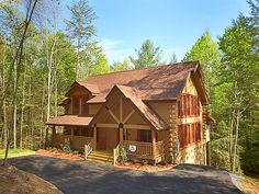 Creekside Manor - This adorable 3 bedroom cabin is the perfect place to vacation in the Smokies. It has a hot tub and a pool table. #relaxation #vacation #cabin