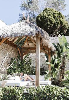 Beach boho: this coastal home nails white-on-white design