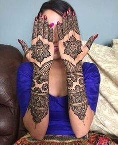 Indian Bridal Henna Mehndi Tat 27 Super Ideas You can find different rumors about the history of the marriage … Engagement Mehndi Designs, Wedding Henna Designs, Full Hand Mehndi Designs, Henna Art Designs, Mehndi Designs For Fingers, Mehndi Design Pictures, Simple Mehndi Designs, Mehandi Designs, Mehndi Images