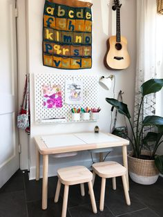 Kids craft area in the playroom using IKEA SKÅDIS pegboard series - That Homebi. - Ikea DIY - The best IKEA hacks all in one place Ikea Skadis, Desks Ikea, Ikea Deco, Kids Decor, Kids Bedroom, Kids Rooms, Crafts For Kids, Room Decor, Kitchen Pegboard