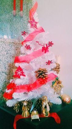 #christmastree #holyfamily #Christsnativity #presepe #xmastree #sothisischristmas #xmaslist #makeawish #merrychristmas   #family #homesweethome #white #light #cute #dream #trulywhite #trulywhitechristmas