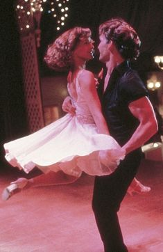 'Dirty Dancing' - Jennifer Grey, Patrick Swayze - 1987 This classic film shows the REAL passion and Love in dance move over Fred andGinger 80s Aesthetic, Aesthetic Vintage, Aesthetic Photo, Aesthetic Pictures, Aesthetic Movies, Iconic Movies, Old Movies, Pink Movies, Famous Movie Scenes