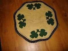 Primitive Candle Mat -Woolfelt Penny Rug-Shamrock Offered to you by:Bits of Cloth This is a new primitive candle mat. I have handcrafted this from woolfelt and hand-sewn all the pieces with great c Penny Rug Patterns, Felt Patterns, Felted Wool Crafts, Felt Crafts, Diy Crafts, Primitive Candles, Primitive Crafts, Felt Applique, Felt Embroidery