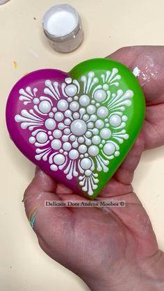Mandala Art Lesson, Mandala Artwork, Mandala Painting, Heart Crafts, Rock Crafts, Dot Art Painting, Stone Painting, Rock Painting Ideas Easy, Mandala Rocks