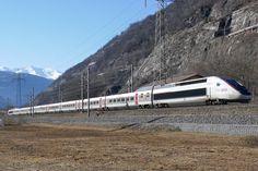 TGV des Neiges 9263 von Paris nach Brig, am im Glisergrund Paris, Old Steam Train, French, Europe, Levitate, Explore, Destinations, Viajes, Montmartre Paris