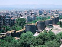 Diyarbakır is one of the largest  cities in southeastern  Turkey.  http://www.turkeytraveladvisory.com/turkey_tours/details/turkey_travel_destinations/34/Diyarbakir/
