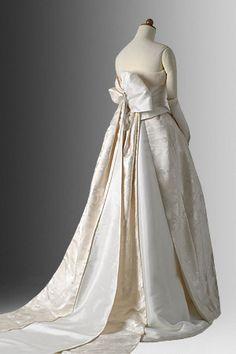 着物ドレスのローブドキモノ 白無垢ドレス Setsuko Wakatsuki