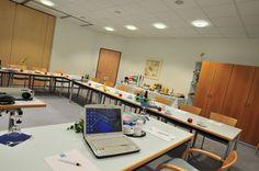 Für Seminare, Konferenzen, Meetings oder Workshops bieten unsere modern ausgestatteten Konferenzräume (50 bis 120 qm) und der Gruppenarbeitsraum für 6 bis 12 Personen beste Voraussetzungen zum erfolgreichen Ablauf Ihrer Veranstaltung. Das Rahmenprogramm Ihrer Tagung arrangieren wir individuell. Mit attraktiven Programmen unterstützen wir Sie in der Organisation Ihrer Veranstaltung. Nutzen die Möglichkeit einer unverbindlichen Tagungs- oder Konferenzanfrage.