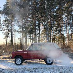 "@rangeroverlifestyle on Instagram: ""1977 Range Rover Classic. Masai Red. Original. Missing this bad boy! . . . #1977 #suffixd #v8 #rangerover #4x4 #rangeroverclassic2door…"" Range Rover Classic, 4x4 Trucks, Bad Boys, The Originals, Red, Instagram"