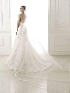 Bertina esküvői ruha - Pronovias 2015 kollekció http://lamariee.hu/eskuvoi-ruha/pronovias-2015/bertina