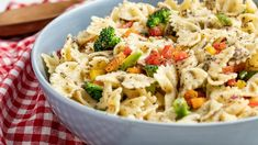 Try our easy pasta salad vinaigrette recipe - it's the perfect appetizer for any occasion. Creamy Potato Salad, Creamy Pasta, Main Dish Salads, Main Dishes, Side Dishes, Pumpkin Vegetable, Hearty Beef Stew, Salmon And Asparagus, Easy Pasta Salad