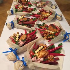 I love the butterfly pretzels! edible bouquets, chilies, bread, pretzels and deli meat Food Bouquet, Candy Bouquet, Edible Crafts, Food Crafts, Edible Bouquets, Fruit Flowers, Chocolate Bouquet, Edible Arrangements, Fathers Day Crafts