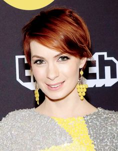 Felicia Day @Felicia Davidsson Day Curly Pixie Haircuts, Short Weave Hairstyles, Side Bangs Hairstyles, Pixie Hairstyles, Cool Hairstyles, Hairdos, Red Hair Pixie Cut, Short Hair Cuts, Short Hair Styles