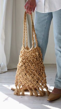 Eco-conscious Brands is an online community for ethical and sustainable business owners. Macrame Colar, Macrame Purse, Macrame Art, Macrame Projects, Macrame Knots, Micro Macrame, Macrame Patterns, Crochet Patterns, Net Bag