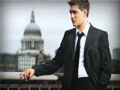 Michael Buble -A Foggy Day in London Town.my Hubby Always sings this to me and he sings good mmm I Love This song! Music Songs, My Music, Music Videos, Wedding Playlist, Wedding Songs, Everything Michael Buble, Bill Bailey, Rock & Pop, Always On My Mind