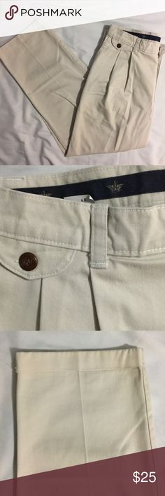 5 Pocket Docker Khakis (34W x 29L) 5 Pocked pleated khakis by Dockers.  Excellent condition with zero stains, holes, or frays.          All products* sold by super22saver55 are pre-washed using Tide Pods, Downy Unstoppables, and Oxygen Orange for your convenience.  *Not including NWT products, products made of wool or sports wear.  *Sports wear products are washed with detergent and vinegar or baking soda. Dockers Pants Chinos & Khakis