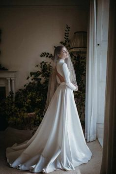 Sanyukta Shrestha: 2020 'Autumn Daydream' collection. Ethical wedding dresses for modern brides. Long sleeved backless high collar wedding dress #sanyuktashrestha #ethicalweddingdress #ecowedding #sustainablewedding #ecobride Fall Wedding Dresses, Wedding Gowns, Fairy Wedding Dress, Civil Wedding, Wedding Blog, Wedding Ceremony, Wedding Cakes, Wedding Ideas, Backless Wedding