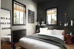 кровать под окном