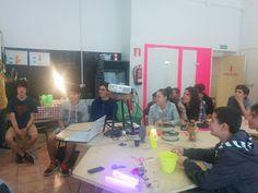 Karlos Sukuntza y sus alumnos de Hernani BHI en el taller de impresión 3D en #Hirikilabs Vanity, 3d, Mirror, Home Decor, Impressionism, Atelier, Photos, Dressing Tables, Powder Room